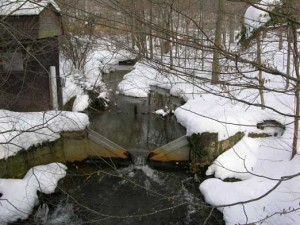 Muddy Creek water sampling station, wintertime